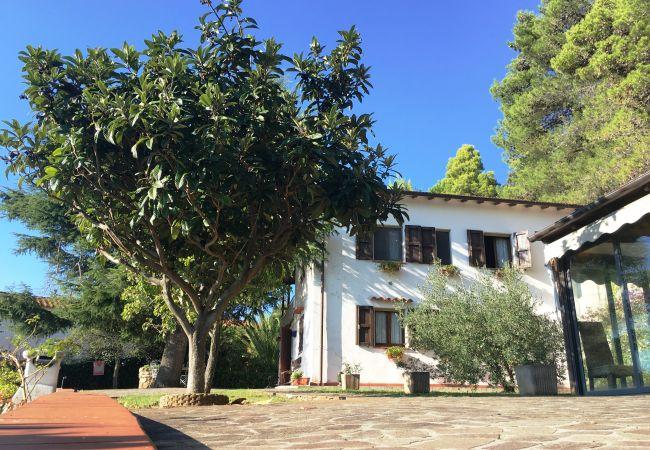 Villa a Castellina Marittima - Casa Bianca Villa con Piscina vista Mare