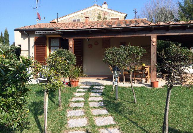 Casa a Montescudaio - Casetta Nina con giardino recintato Montescudaio