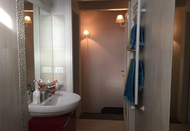Appartamento a Cecina - Appartamento Palazzeta 3 km dal Mare Piscina Wi-Fi