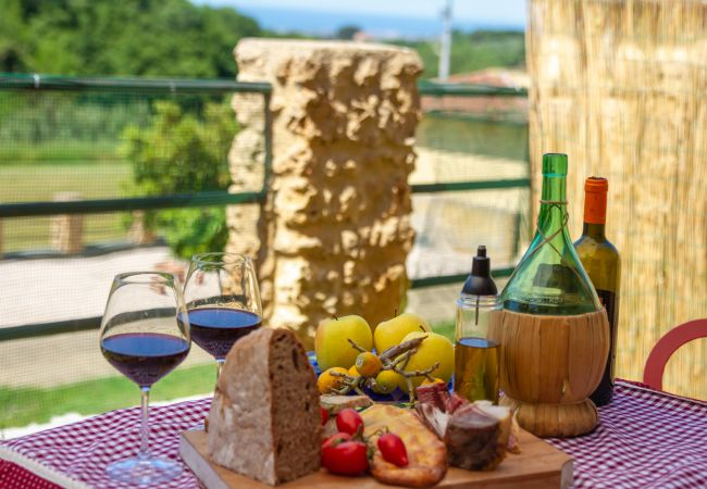 Appartamento a Guardistallo - Appartamento Vittoria Vista Mare Toscana Tour