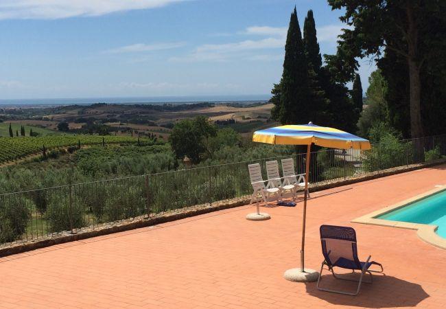 Apartment in Casale Marittimo - La Ninfea con piscina e giardino vista mare