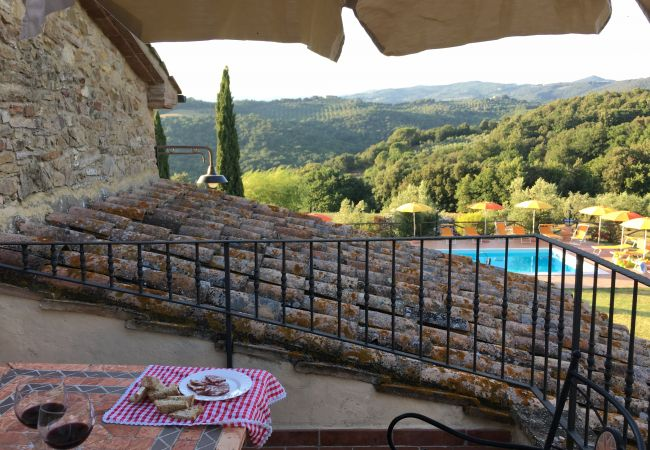 Apartment in Montecatini Val di Cecina - Agriturismo Gello con piscina primo piano destra
