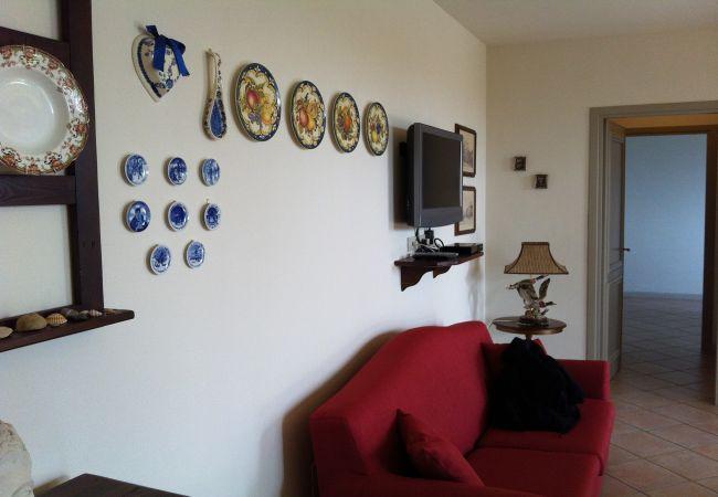 Apartment in Guardistallo - Appartamento Luciana WiFi giardino recintato