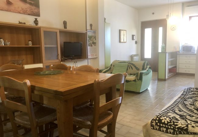 Ferienwohnung in Castiglioncello - Casa Vacanza Trilocale 600 m dal mare P. 1°