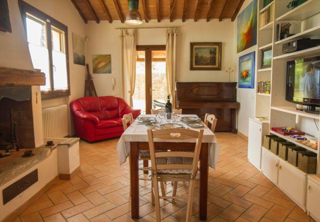 Ferienhaus in Castagneto Carducci - Casa del Pittore 5 km dal Mare Giardino Recintato